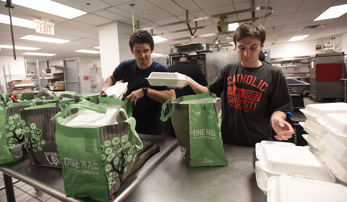Students prepare meals for homeless food runs